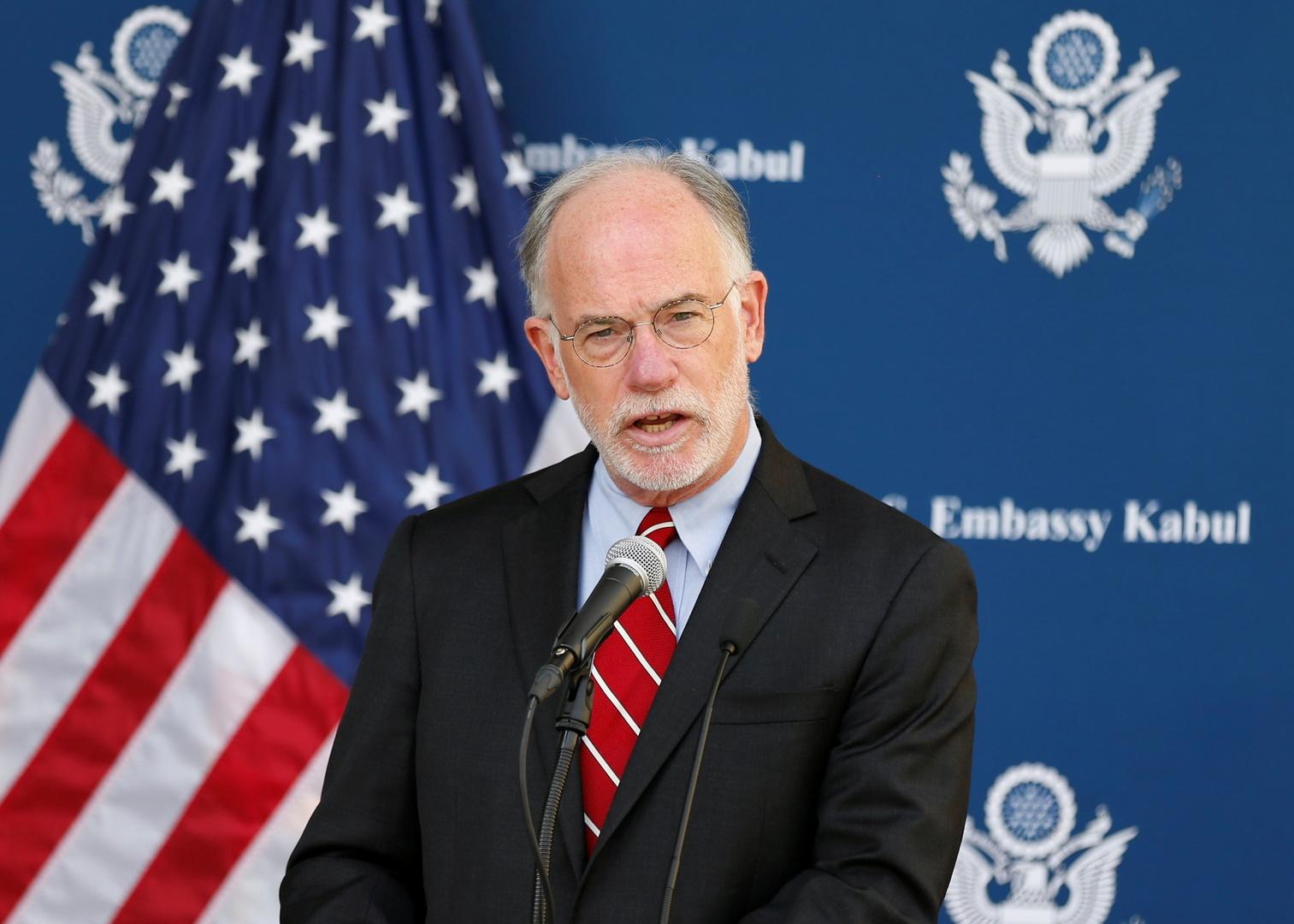 السفير الأمريكي في أفغانستان ينفي فراره من كابل