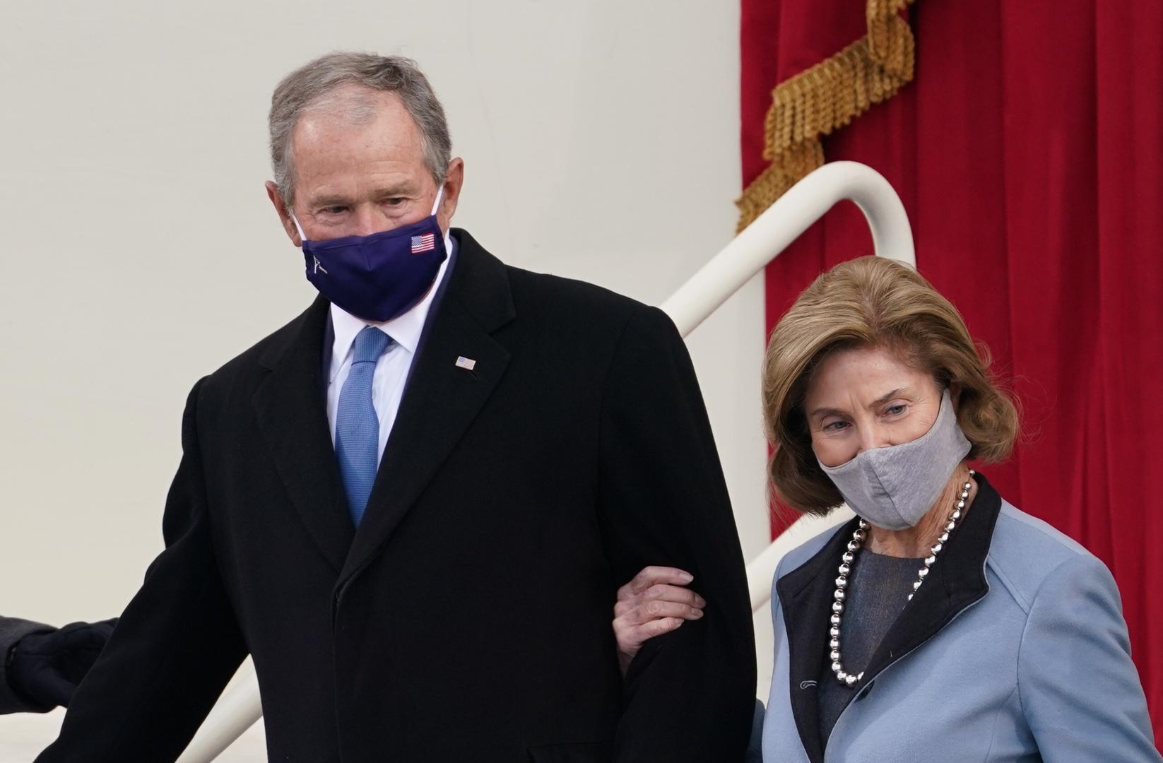 بوش يدعو لفتح ممر آمن للاجئين الأفغان دون تأخير