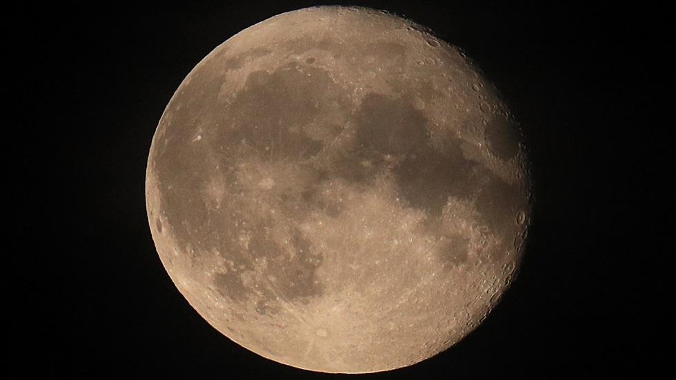 روسيا تخطط لمراقبة الكويكبات والمذنبات من القمر