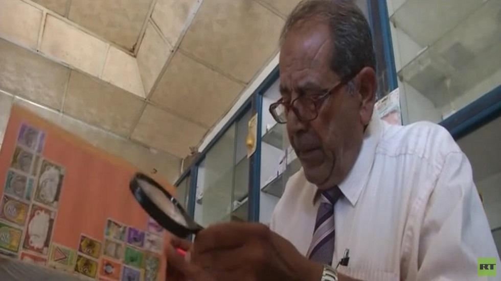 عبد المجيد يونس.. عقود من جمع طوابع البريد