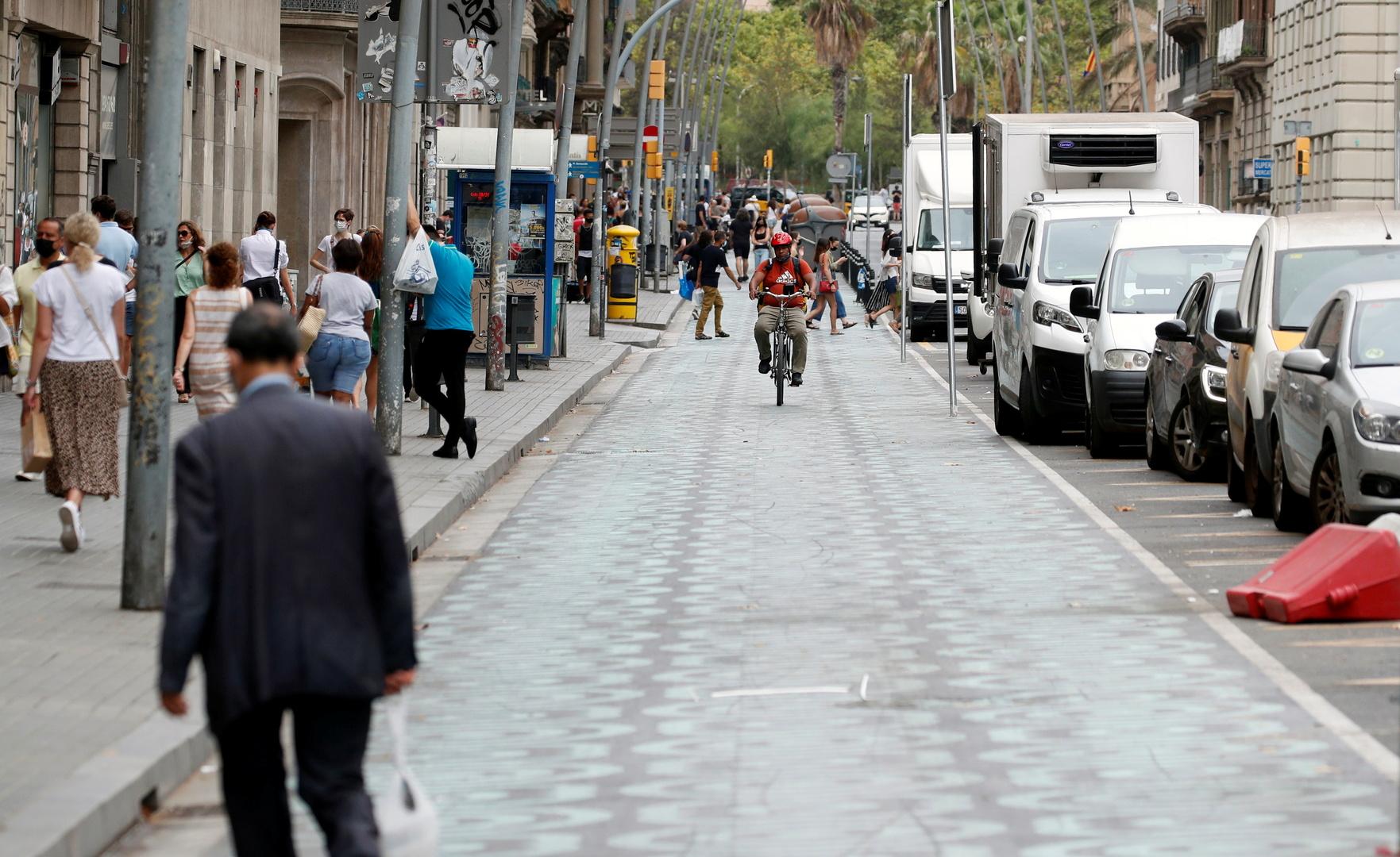 محكمة إسبانيا تأمر بإنهاء حظر التجول في برشلونة