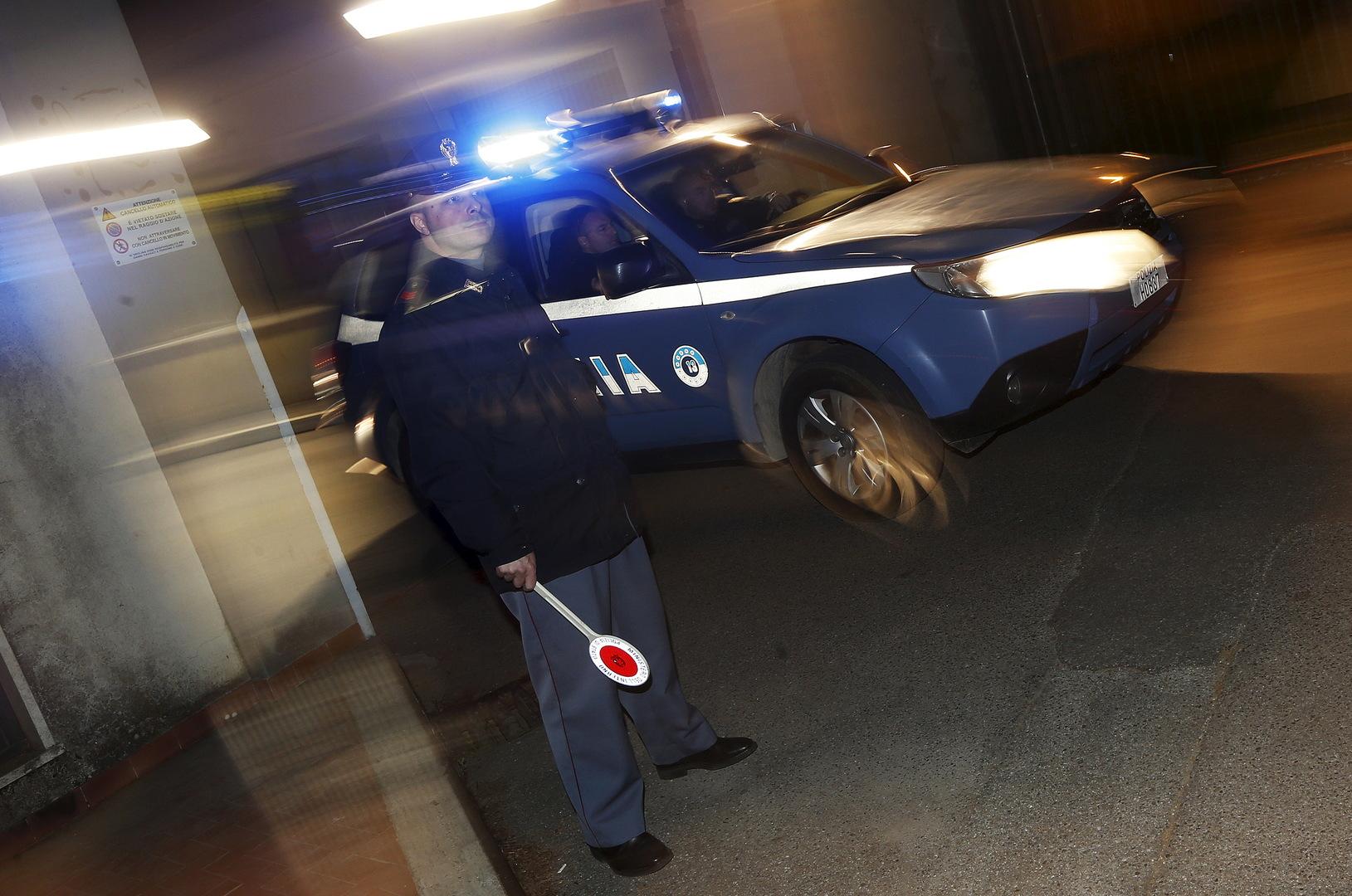 إيطاليا.. رجل مسلح بسكين يهاجم ضابطين قرب حدود سويسرا