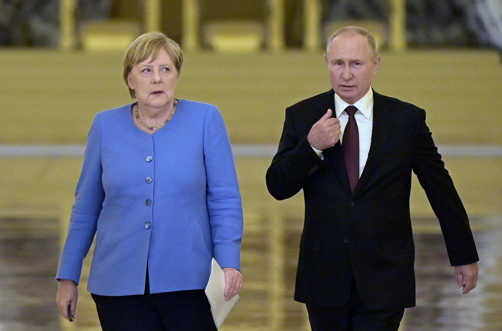 بوتين: كييف تستعد للخروج فعليا من اتفاقات مينسك