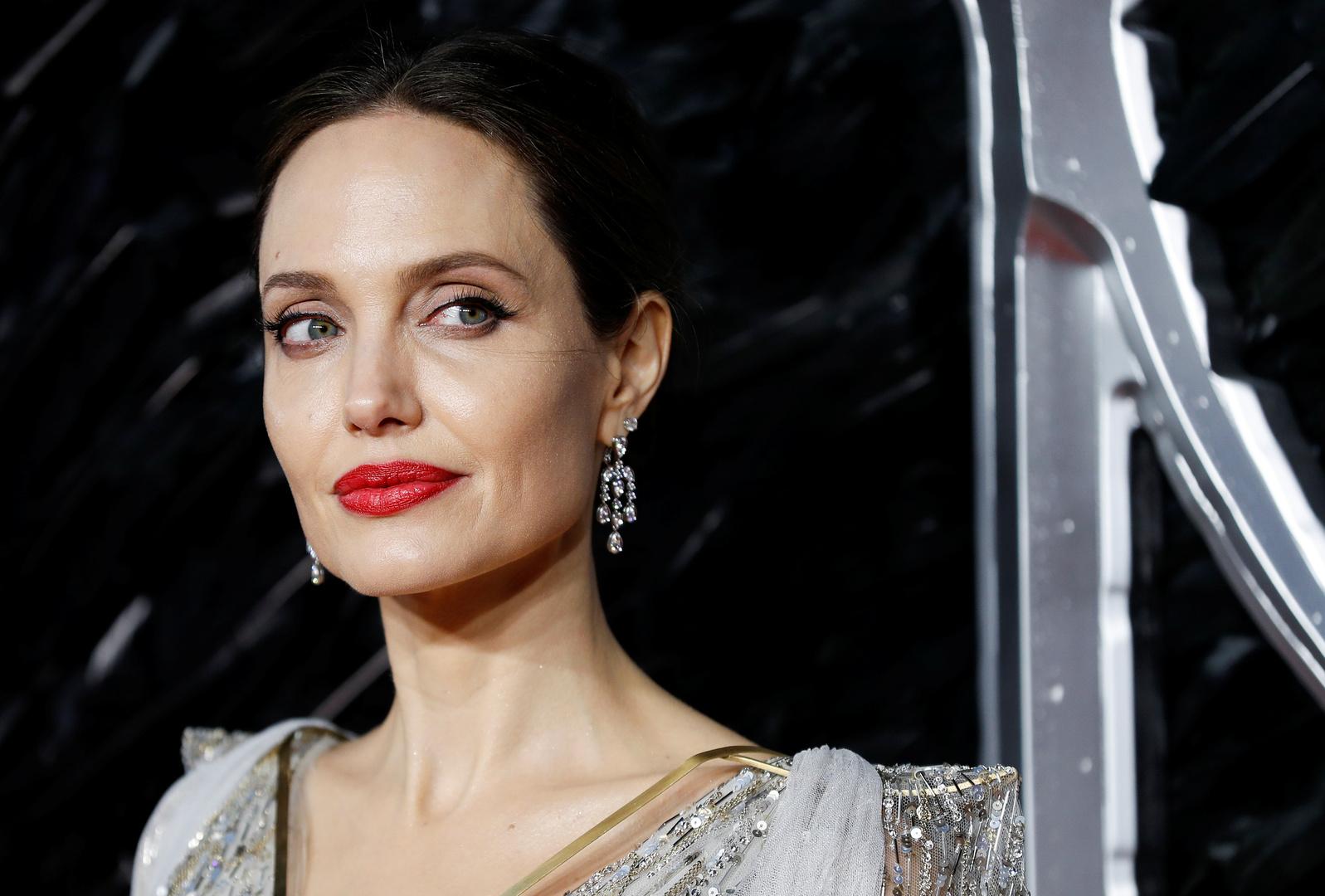 الممثلة الأمريكية أنجيلينا جولي