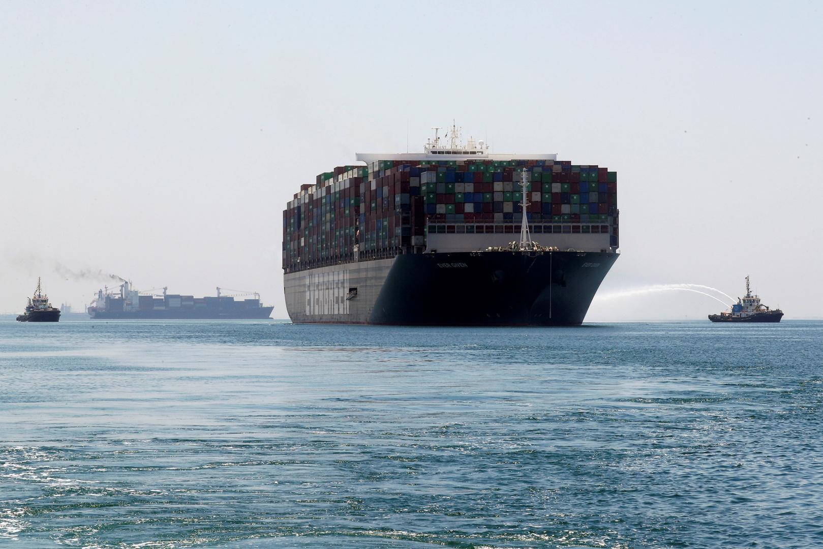 إدارة قناة السويس تعلق على عبور سفينة