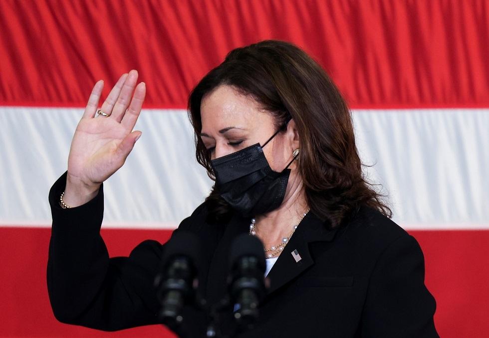 نائبة الرئيس الأمريكي: نركز حاليا على عمليات الإجلاء من أفغانستان