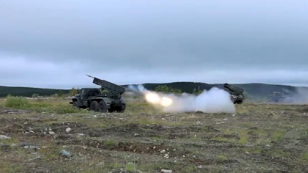 بالفيديو.. رمايات قتالية من راجمات الصواريخ