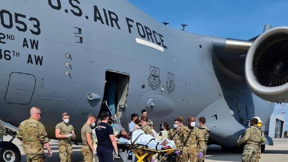 طائرات الناتو في مطار تبليسي مع أجانب تم إجلاؤهم من أفغانستان