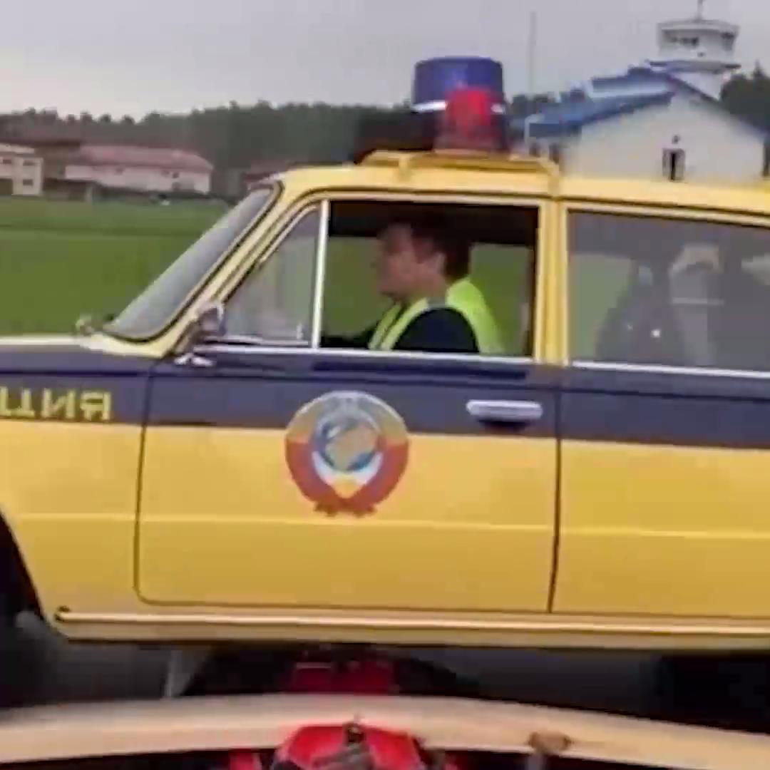 سيارة تمر فوق امرأة هاوية للمخاطر من ياقوتيا