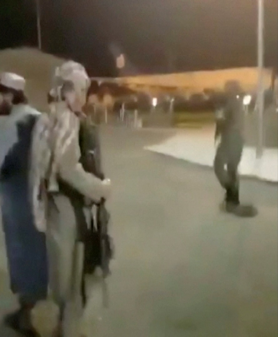 صورة - آخر جندي أمريكي يغادر أفغانستان.. من هو؟