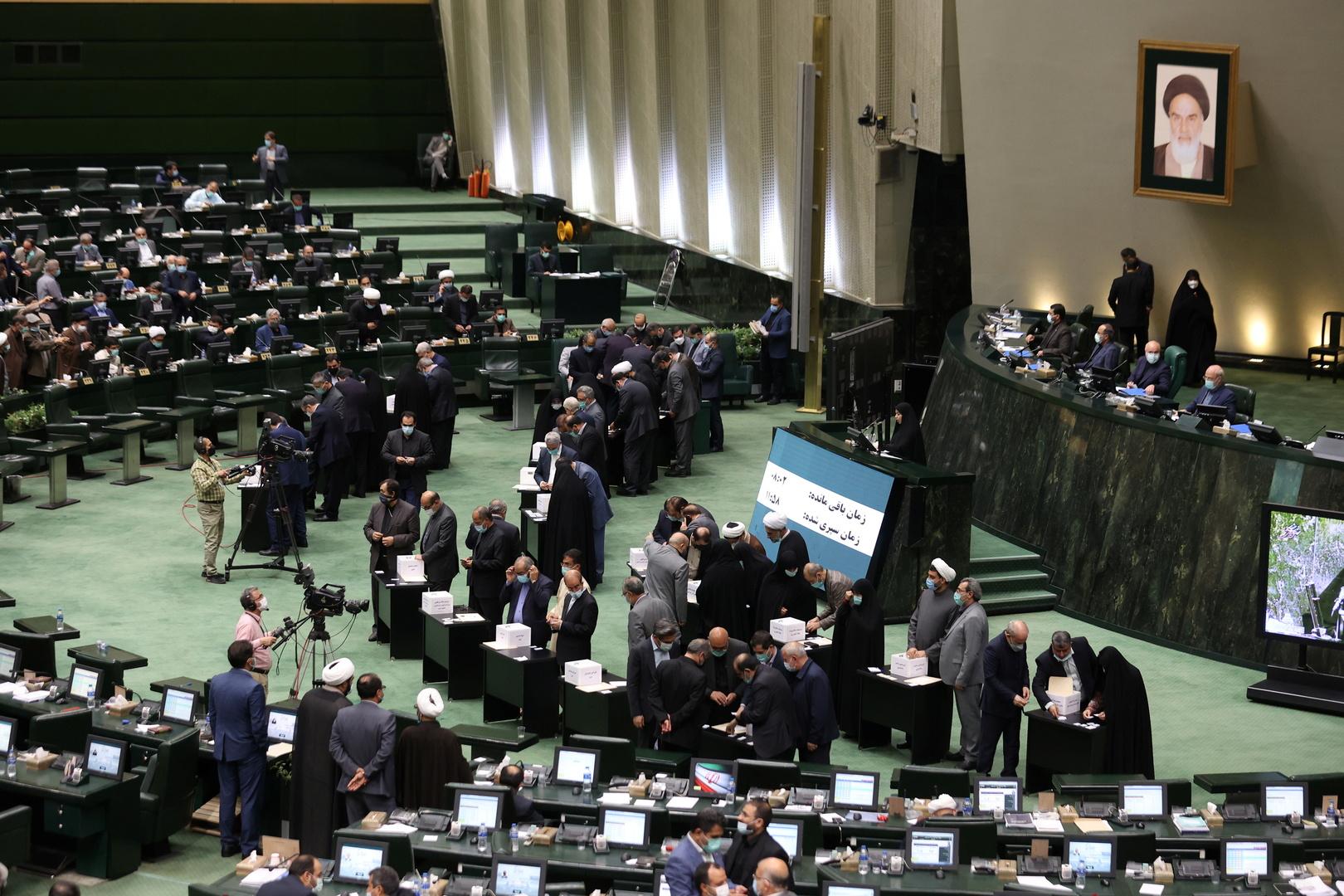الرئيس الإيراني السابق حسن روحاني في مواجهة القضاء في 3 قضايا
