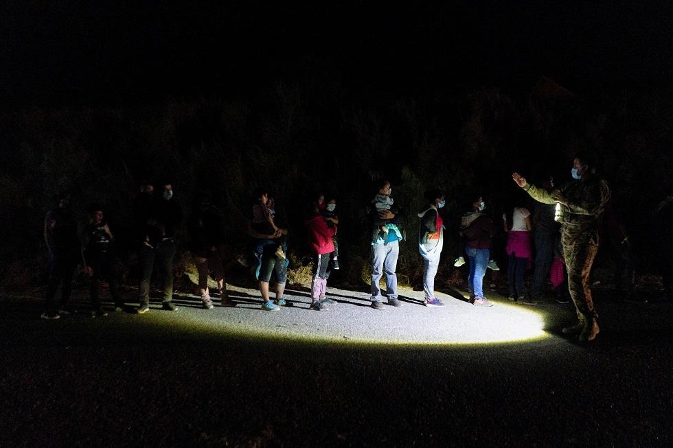 المكسيك تمنع مرور قافلة مهاجرين ضخمة متجهة نحو الولايات المتحدة