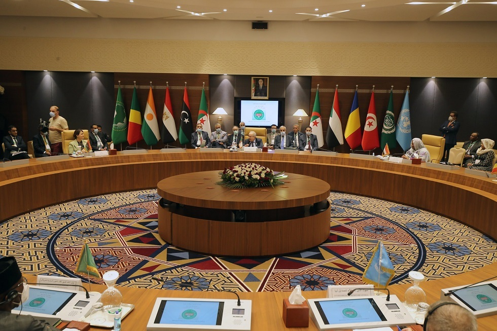 بالصور.. وزراء خارجية دول جوار ليبيا يزورون جامع
