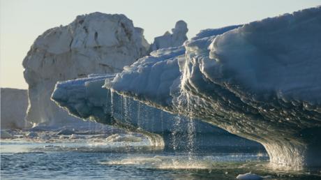 غرينلاند تفقد جليدا في يوم واحد يكفي لتغطية فلوريدا في بوصتين من الماء!