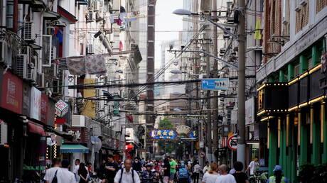 الصين تعود إلى تسجيل إصابات مرتفعة بكورونا
