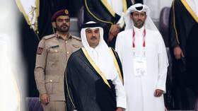 أمير قطر يبحث مع مستشار الأمن الوطني الإماراتي تعزيز العلاقات الثنائية