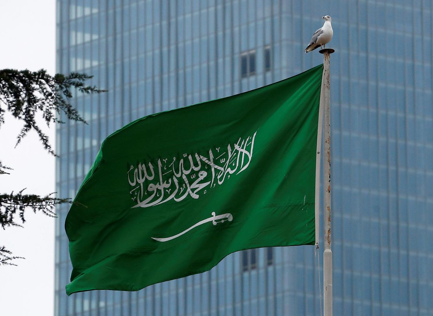 تخريج أول دفعة نسائية في القوات المسلحة السعودية (فيديو)