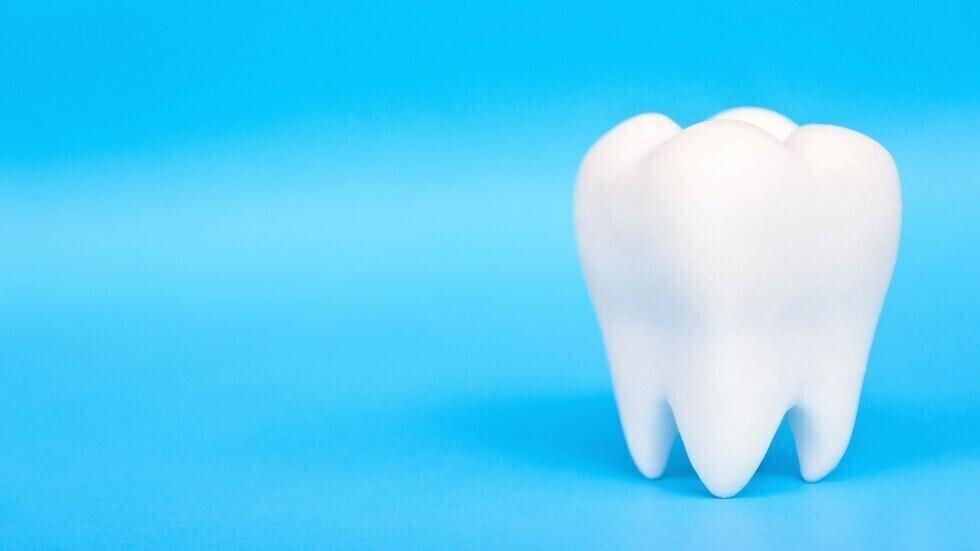 ثلاث خطوات يومية تخلصنا من الترسبات على الأسنان