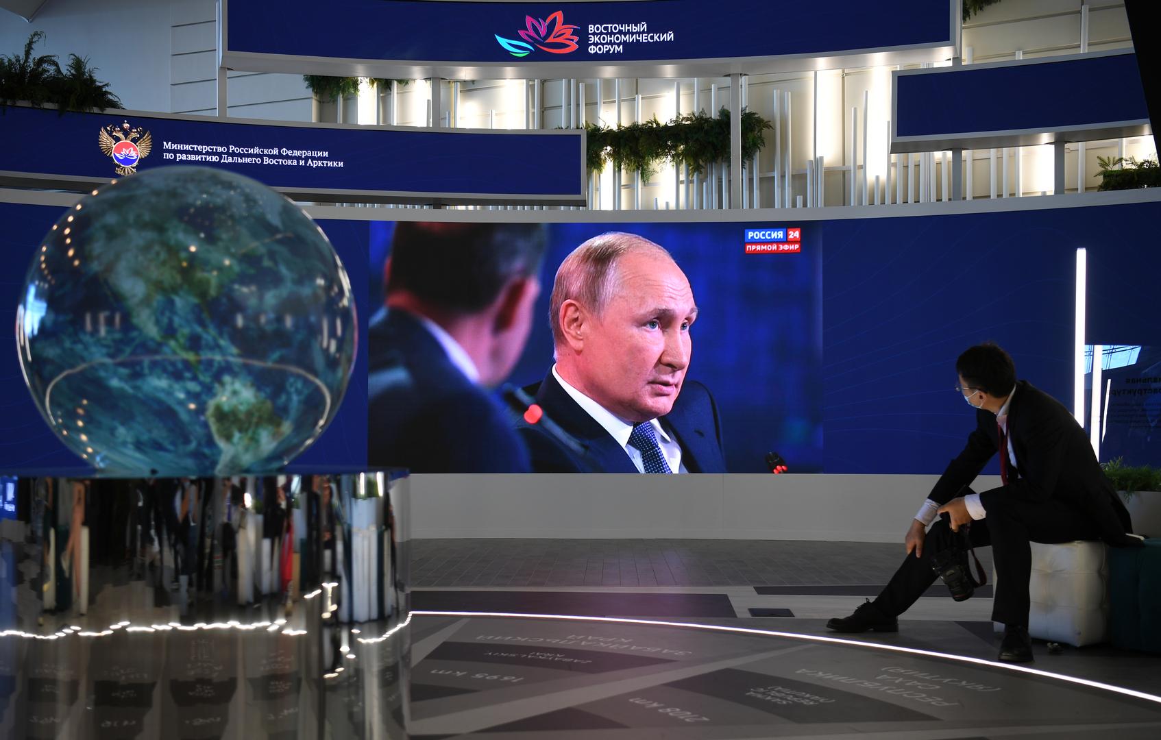 الرئيس الروسي فلاديمير بوتين بالجلسة العامة لمنتدى الشرق الاقتصادي