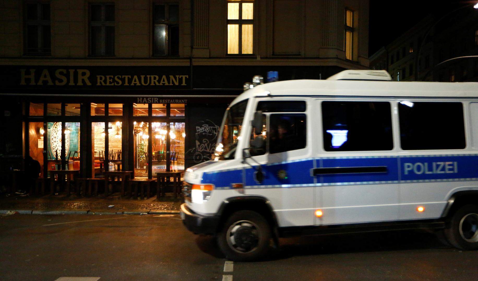 الشرطة الألمانية: مهاجر أفغاني يصيب شخصين بسكين في برلين