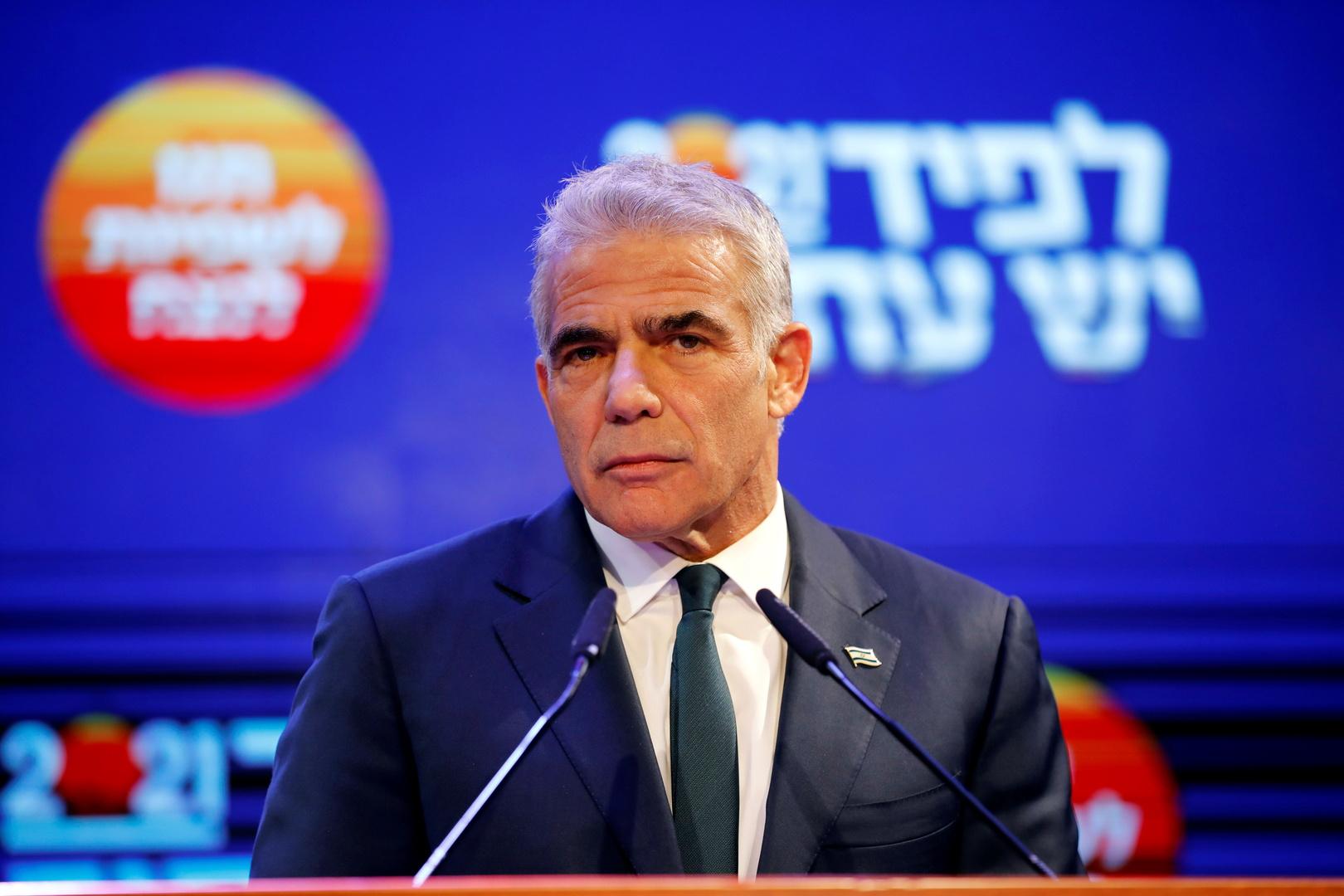 في ظل الغارات الإسرائيلية الجديدة على سوريا.. لابيد يتوجه إلى موسكو