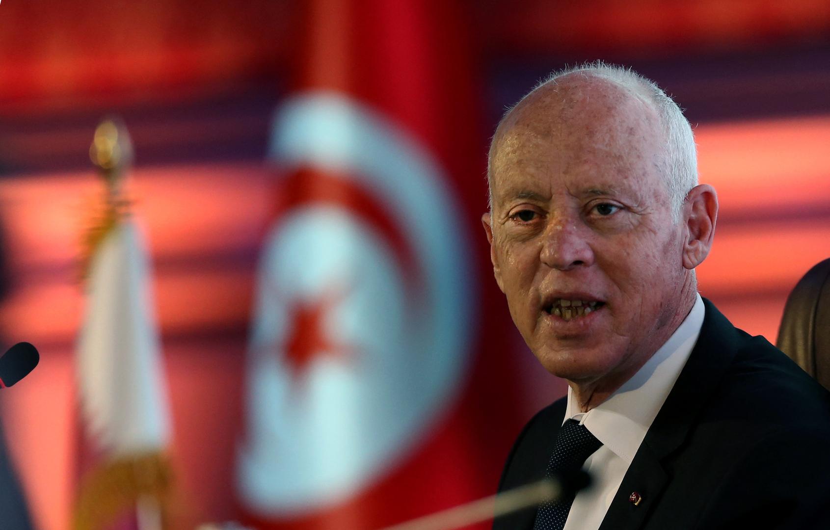 الرئيس التونسي يتعهد بإعادة السيادة للشعب في أقرب وقت