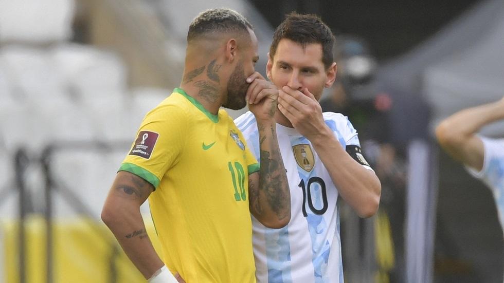 مفاجأة.. لاعبو منتخب الأرجنتين يغادرون أرض الملعب خلال مواجهة البرازيل