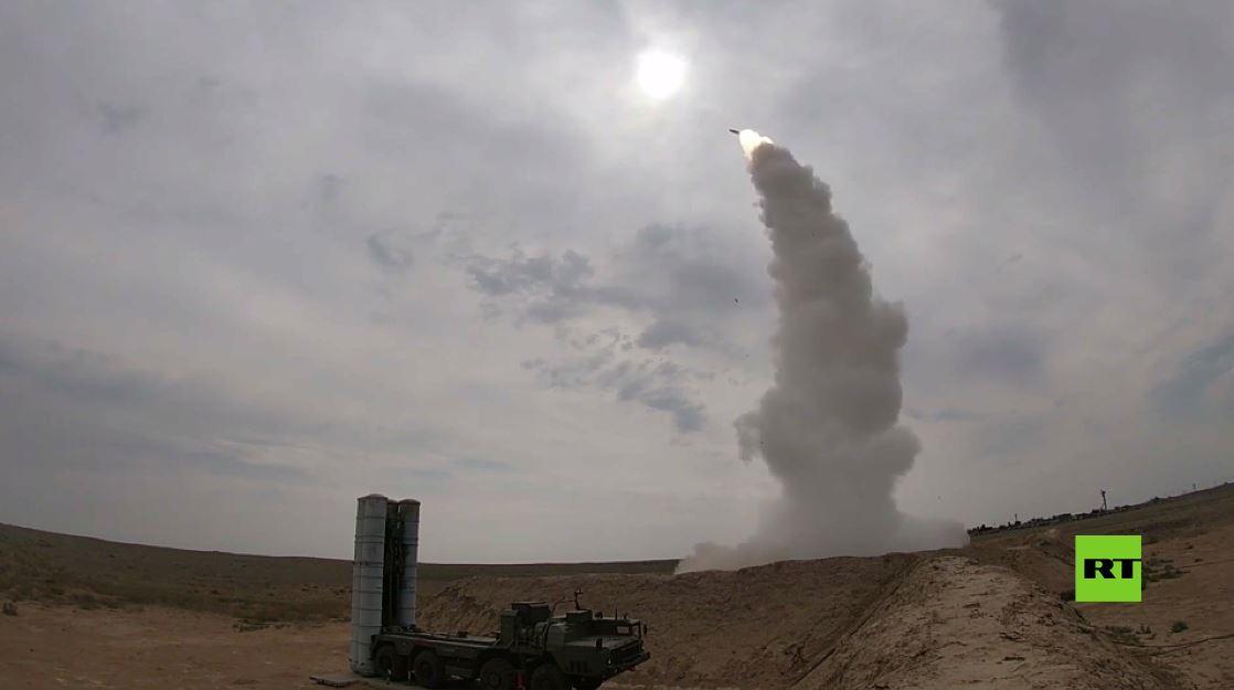 شاهد.. منظومات صواريخ اس-400 تريؤومف تضرب أهدافا جوية جنوب روسيا