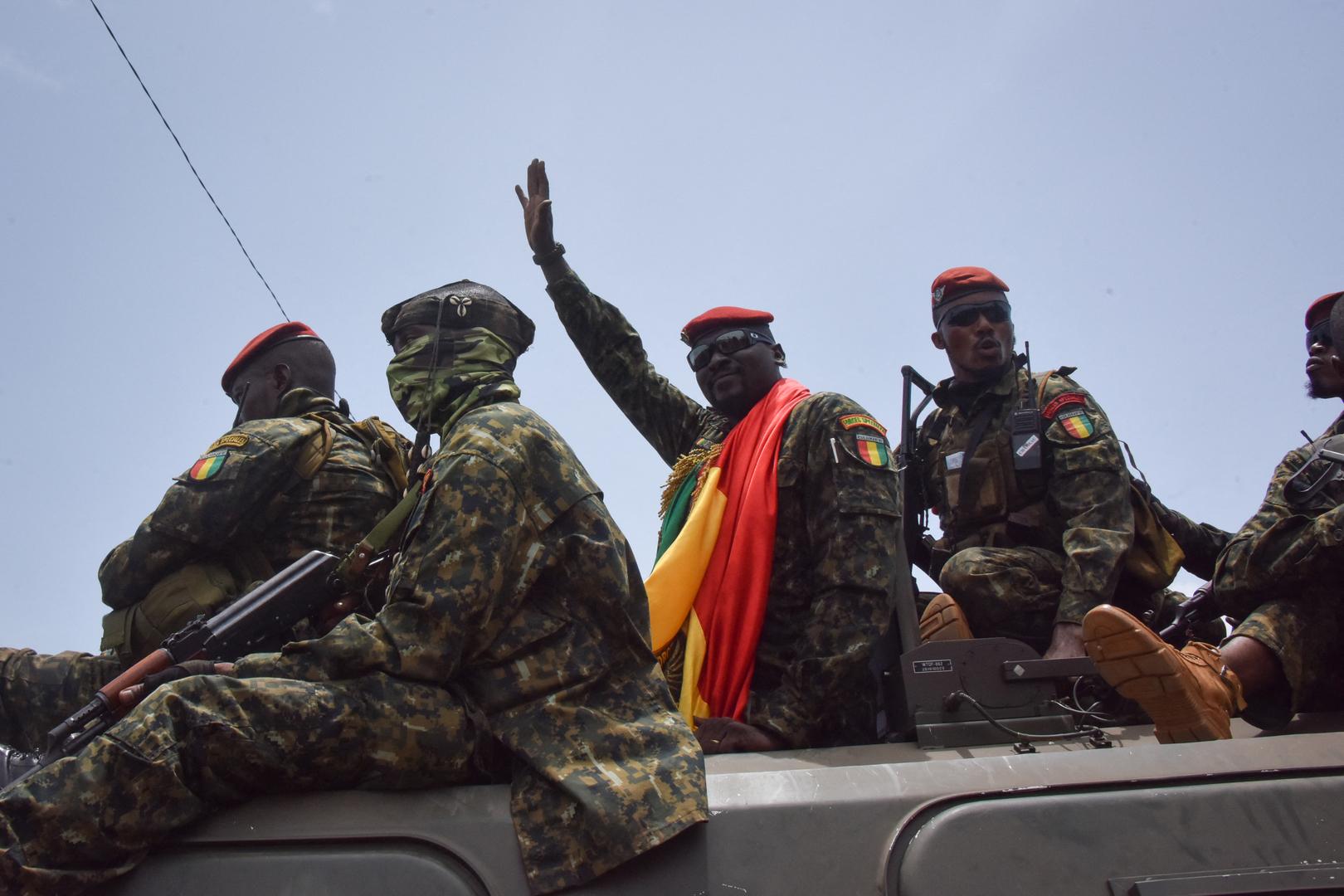 غينيا.. قائد الانقلاب يمنع المسؤولين الحكوميين من السفر إلى الخارج