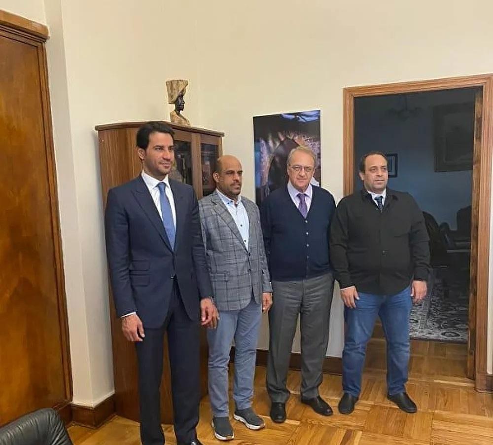 نائب وزير الخارجية الروسي ميخائيل بوغدانوف مع أعضاء الوفد الليبي