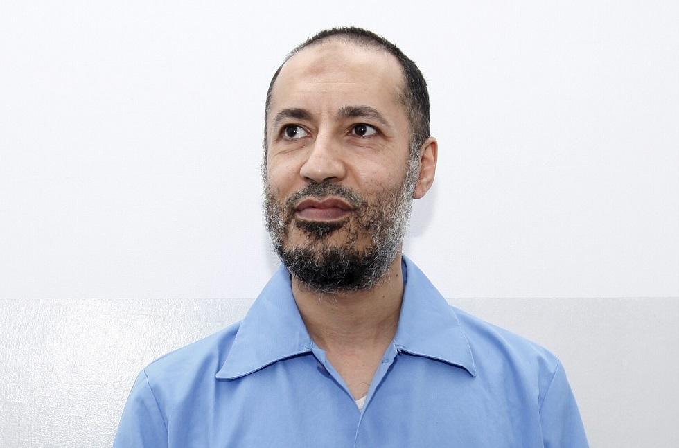 نشر أول صورة للساعدي القذافي داخل طائرة بعد الإفراج عنه (صورة)