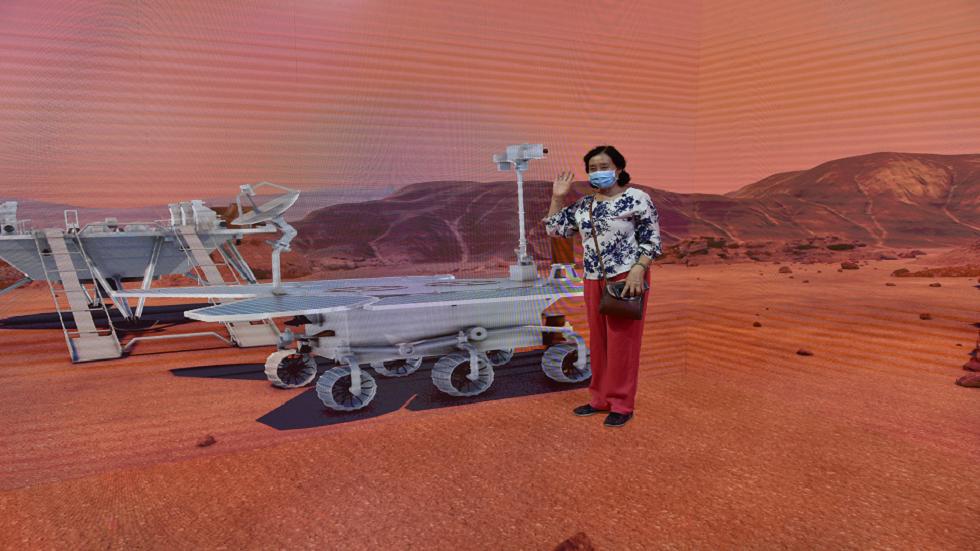 صورة بانورامية شاسعة للمريخ من Zhurong احتفالا بيومها المائة على الكوكب الأحمر!
