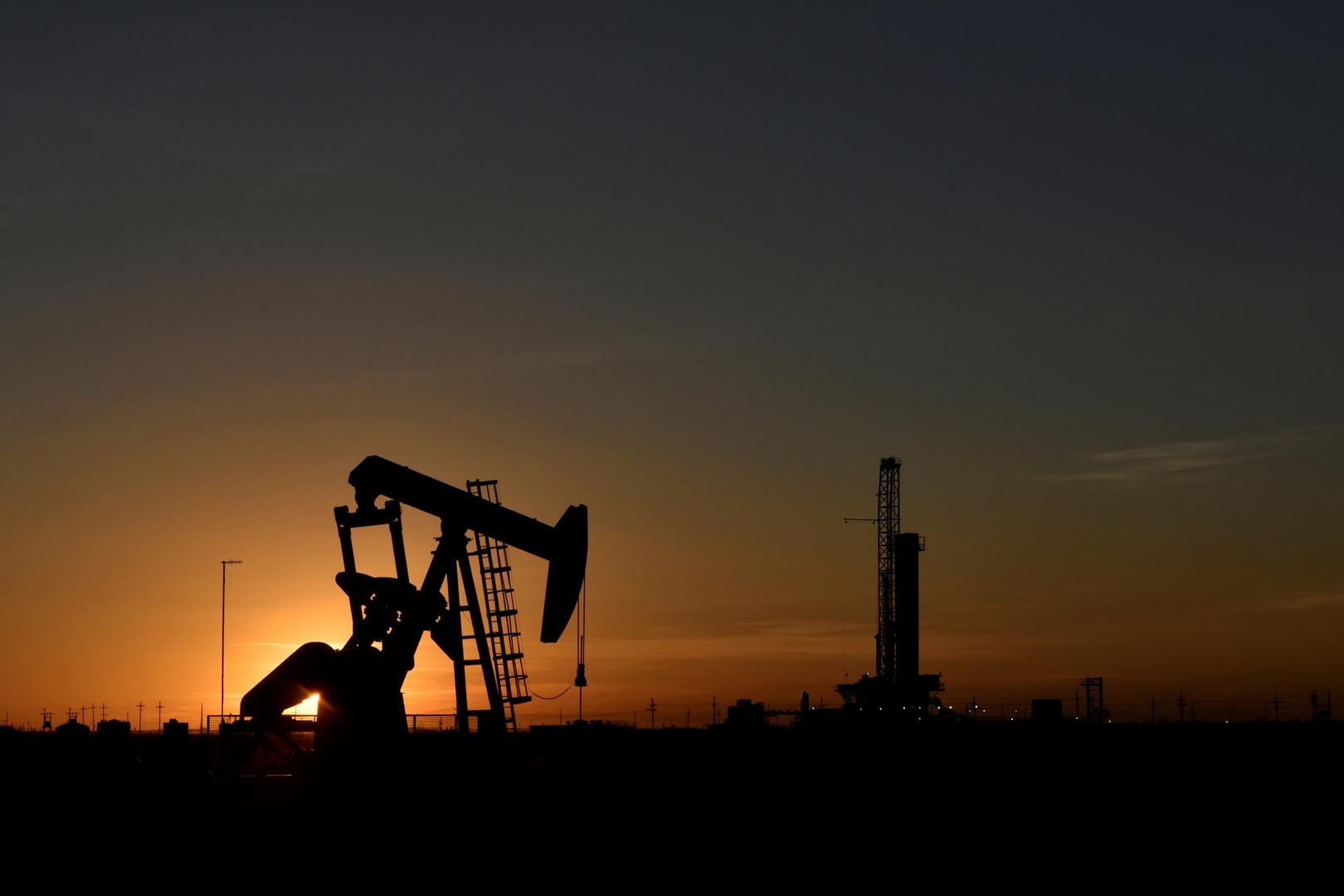 تباين أسعار النفط في ظل مخاوف من تباطؤ الطلب