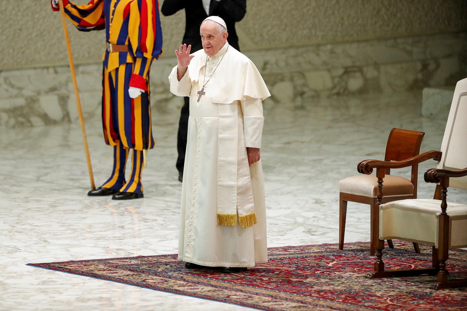 البابا فرنسيس يندد باستمرار