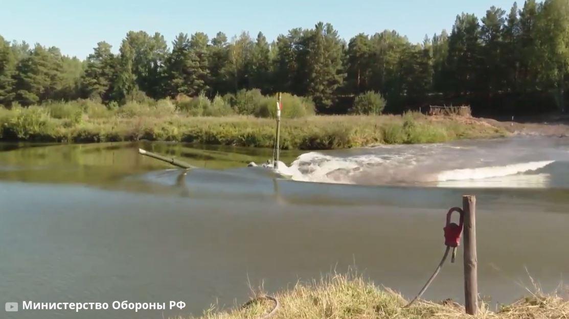 بالفيديو من الدفاع الروسية .. قيادة الدبابات تحت الماء