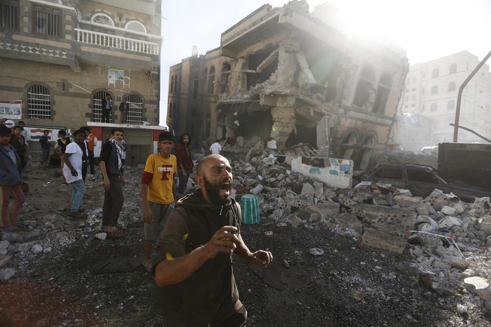 آثار غارة جوية للتحالف العربي على مدينة صنعاء