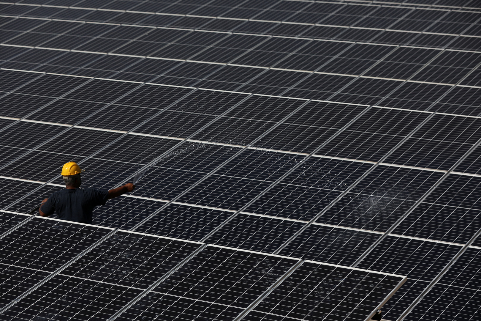 تقرير: الطاقة الشمسية قد تولد 40% من الكهرباء في أمريكا بحلول 2035