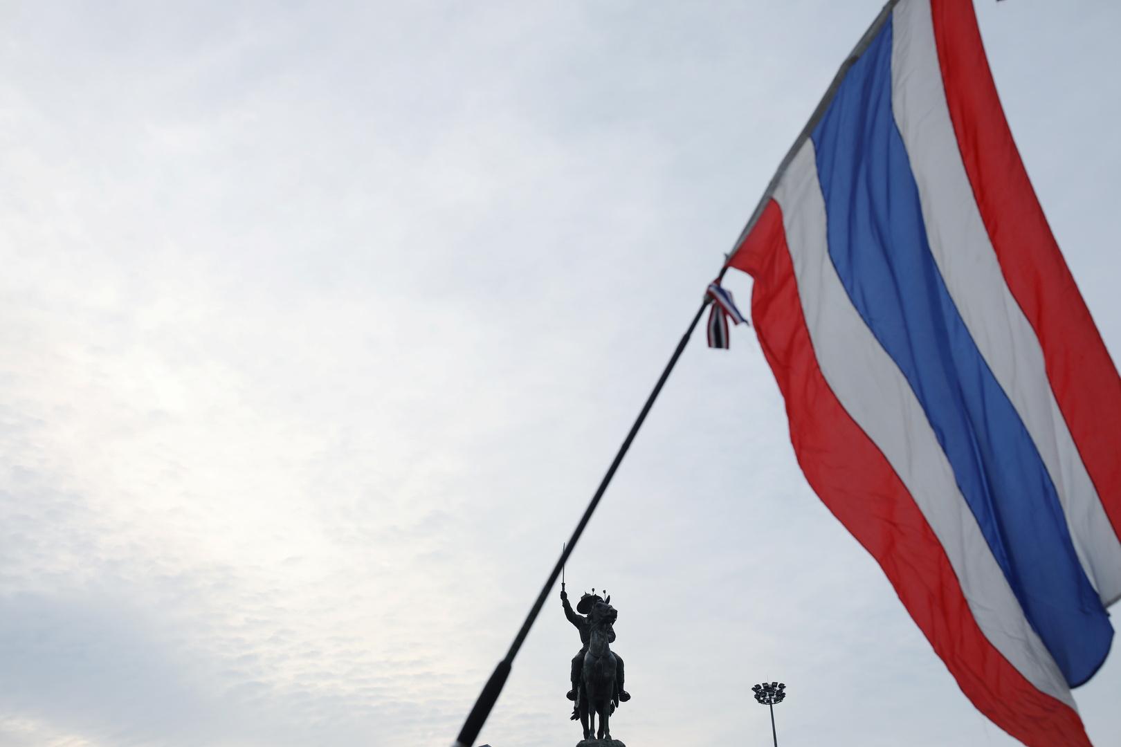 رئيس وزراء تايلاند يقيل اثنين من أعضاء حكومته