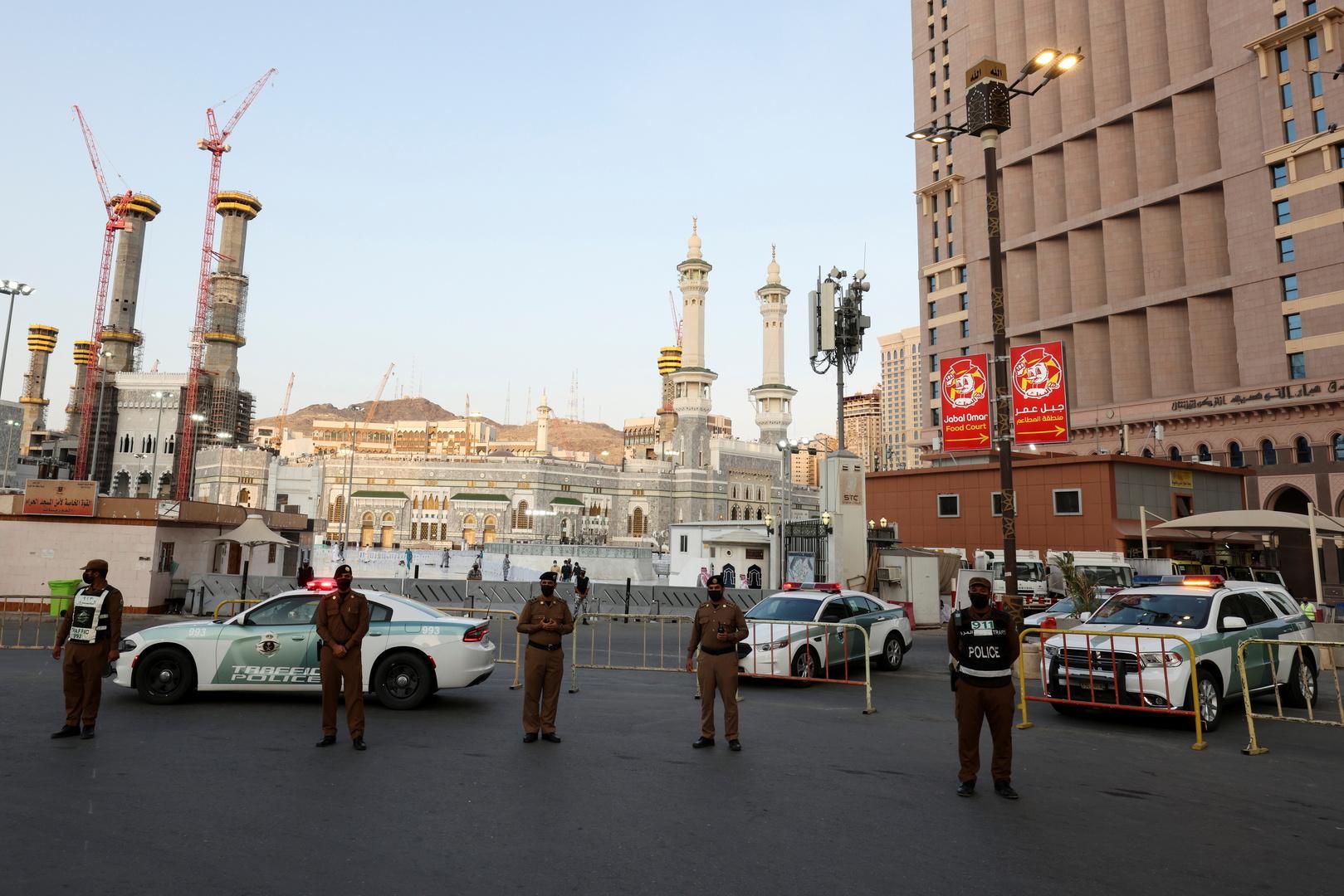 عناصر في شرطة مكة المكرمة.