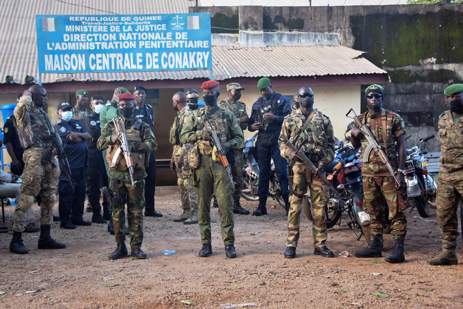المجلس العسكري في غينيا يجمد حسابات الحكومة المصرفية