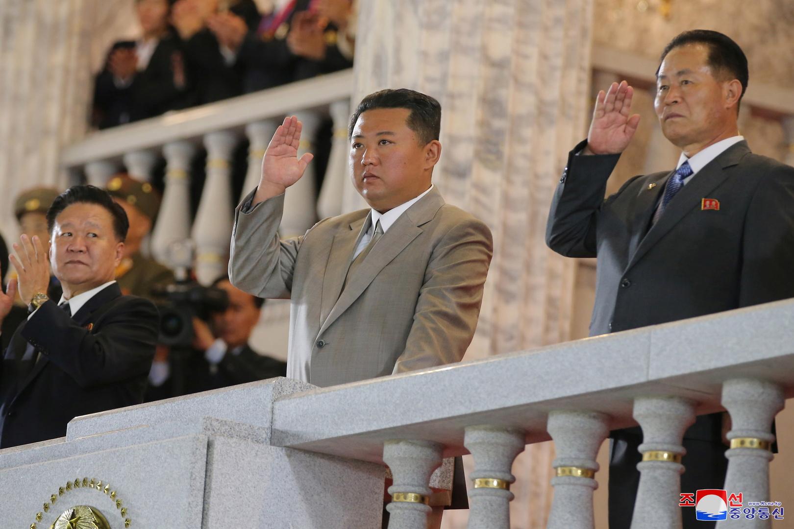احتفالا بذكرى التأسيس.. الزعيم الكوري الشمالي يزور ضريحي الزعيمين الراحلين