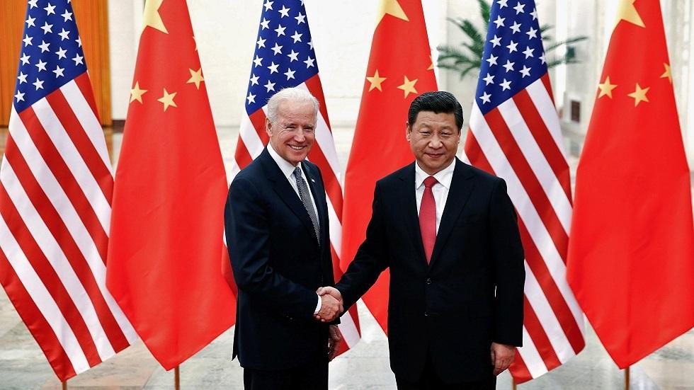 الرئيس الصيني شي جين بينغ ونائب الرئيس الأمريكية جو بايدن خلال اجتماع في بكين عام 2013