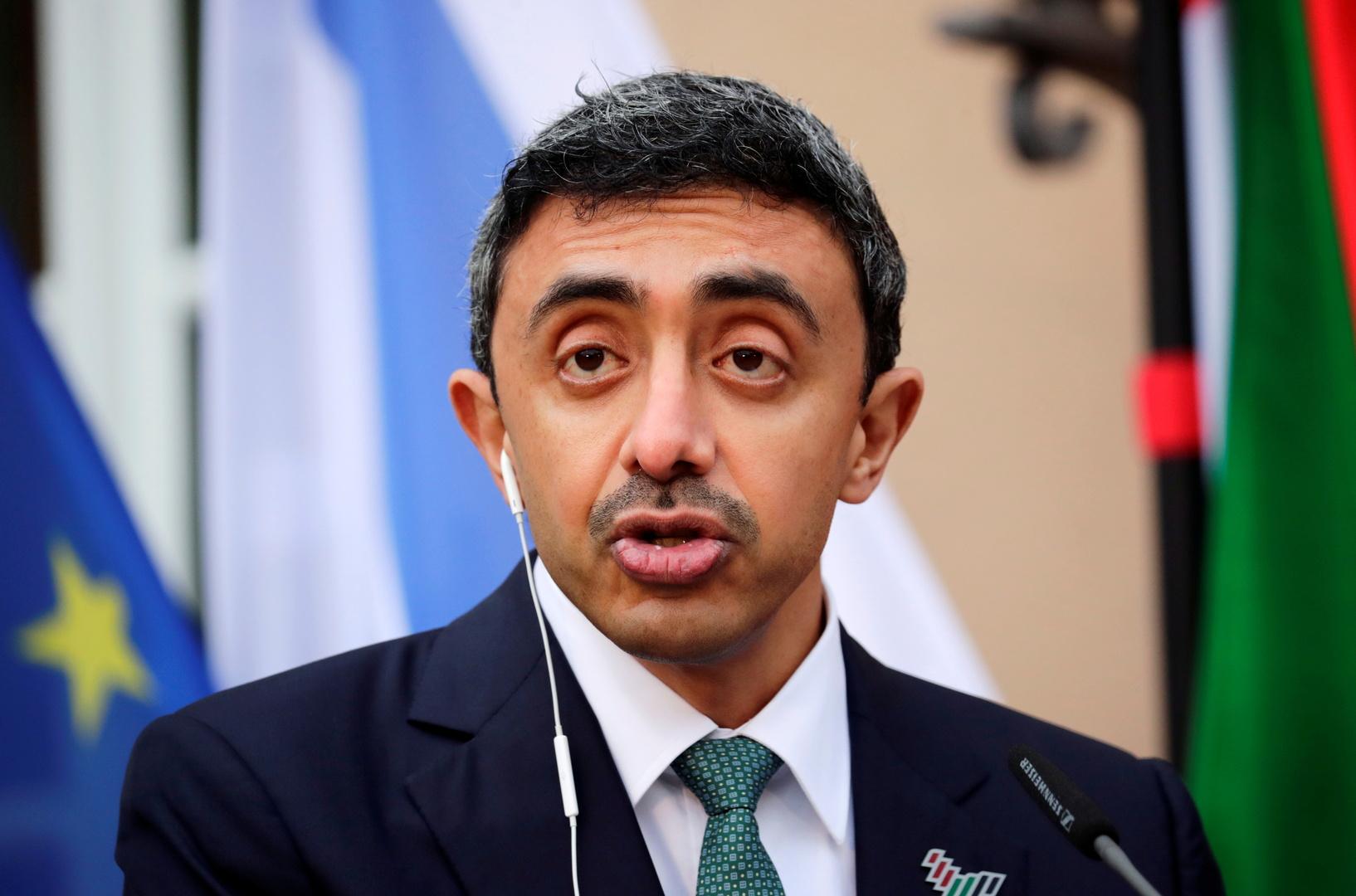 عبدالله بن زايد يجري اتصالا هاتفيا مع نظيره الإيراني