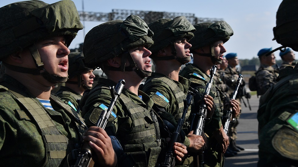جنود من الجيش البيلاروسي خلال مراسم افتتاح المناورات الاسترانيجية