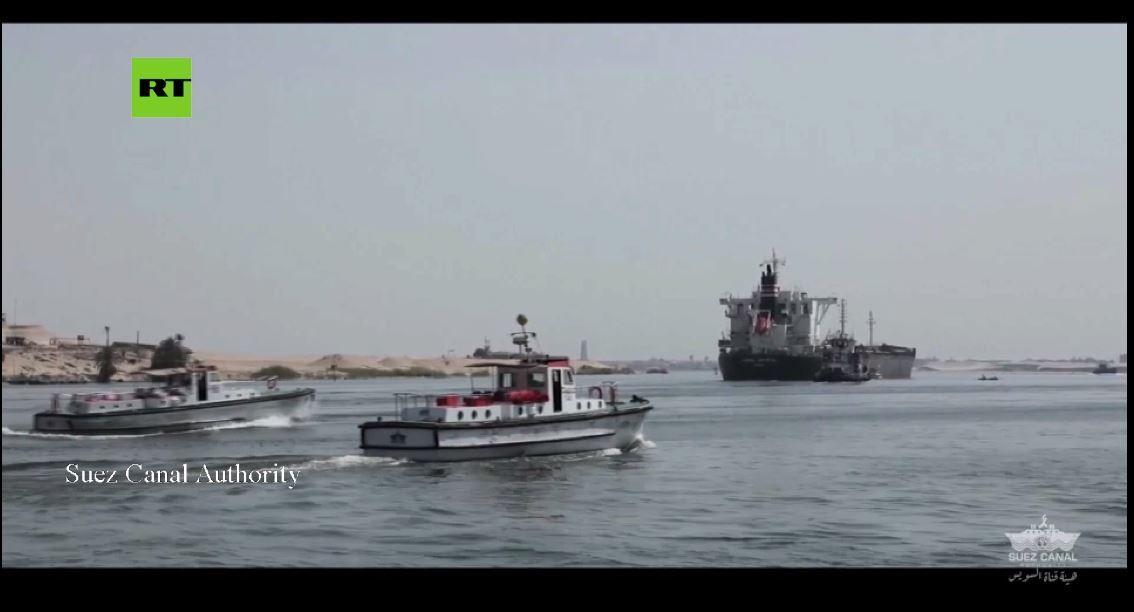 فيديو يوثق عودة حركة الملاحة في قناة السويس بعد جنوح سفينة