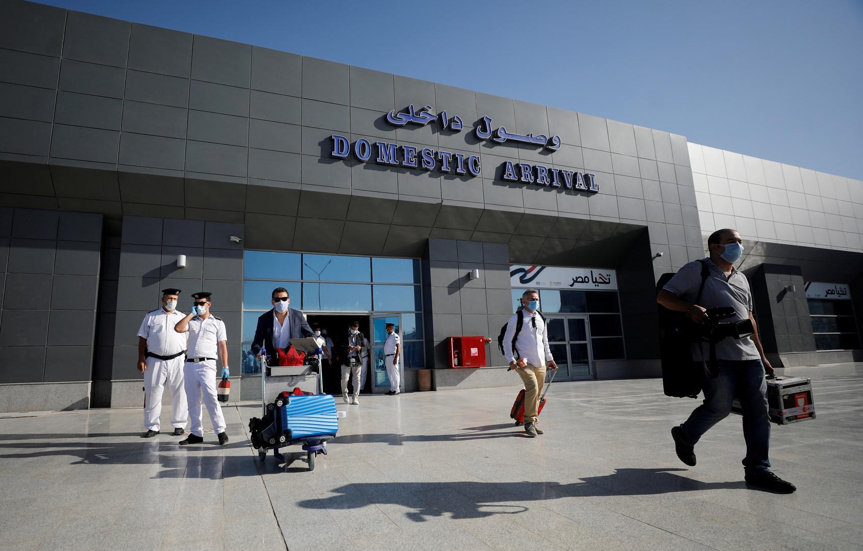 لسبب غريب.. القبض على مصري في مطار القاهرة عاد بعد غياب 30 عاما