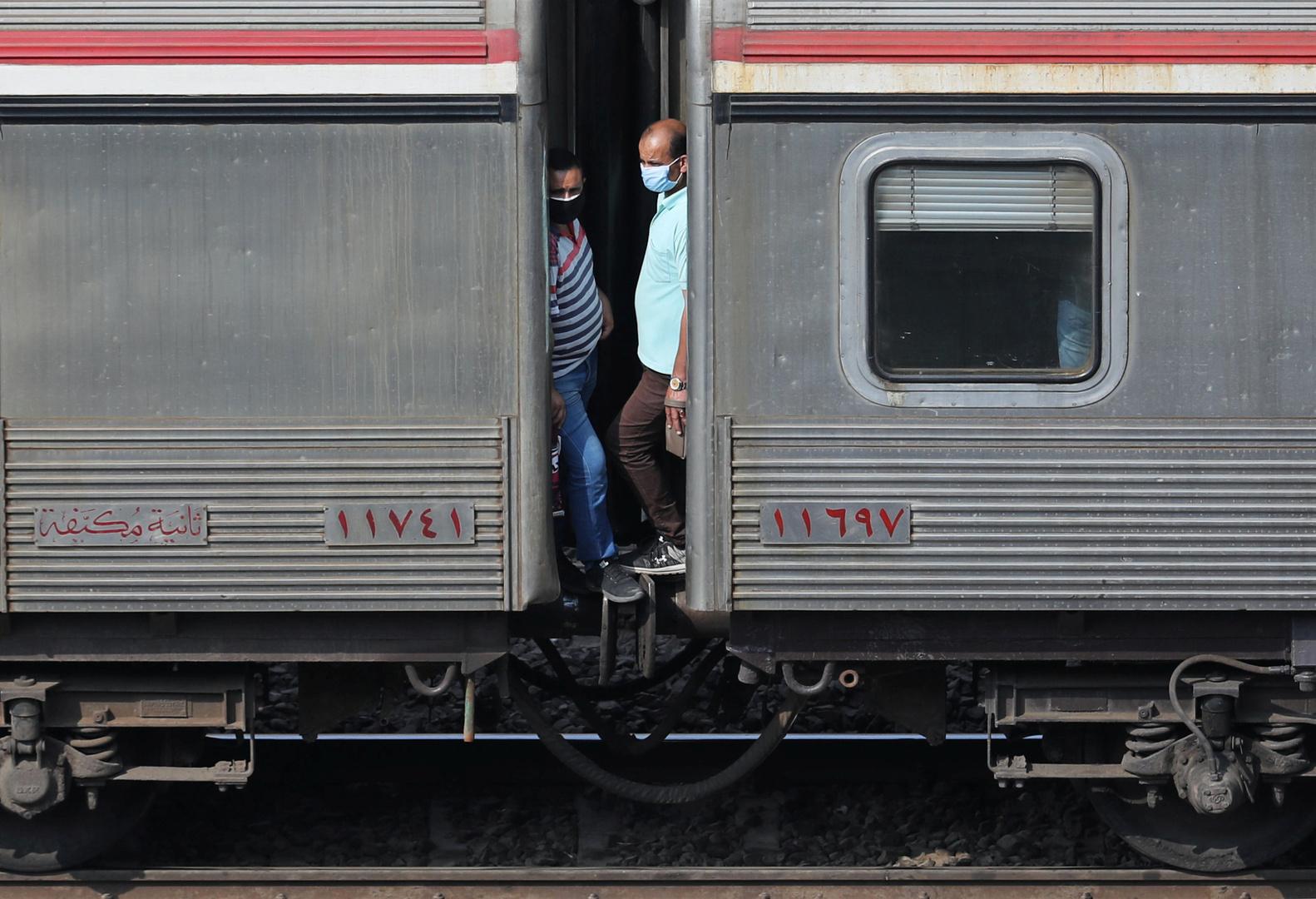 مصر.. إصابات إثر خروج قطار عن القضبان