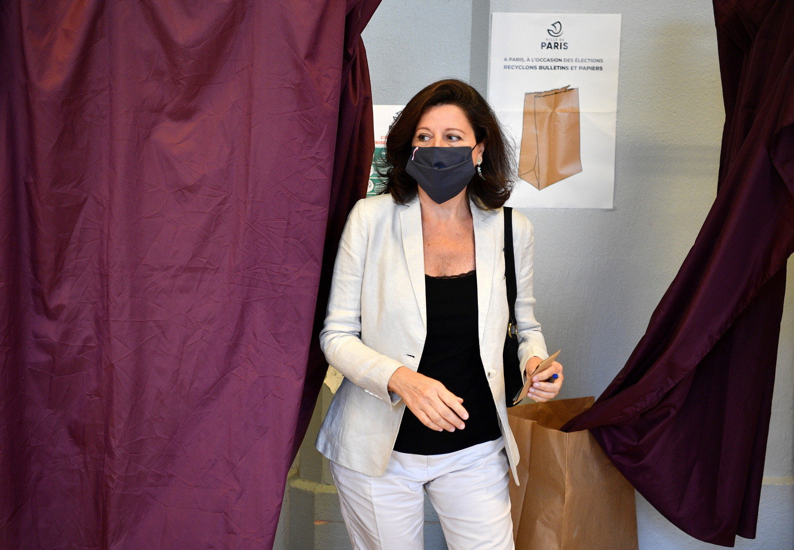 Investigation by former French health minister on the background of