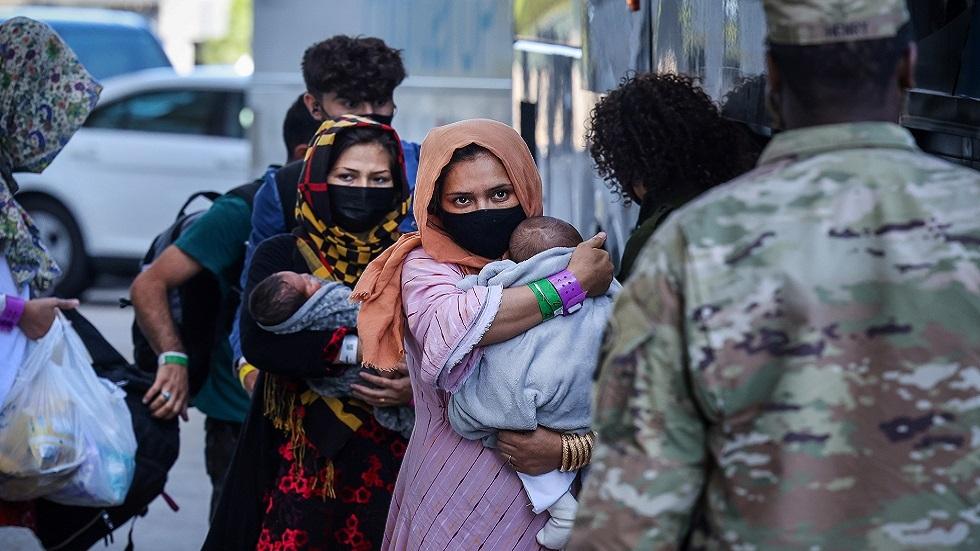 مجموعة من اللاجئين الأفغان لدى وصولهم إلى الولايات المتحدة