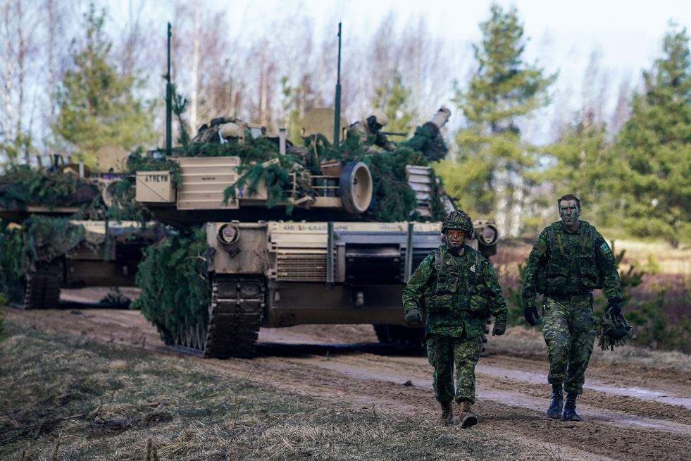 إصابة 3 عسكريين من الناتو خلال تدريبات في لاتفيا